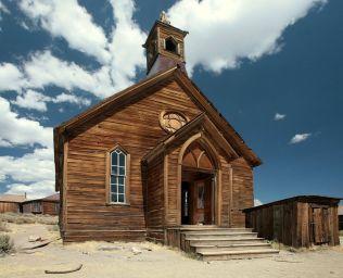 1280px-Church_in_Bodie,_CA_edit1-Thomas Fanghaenel
