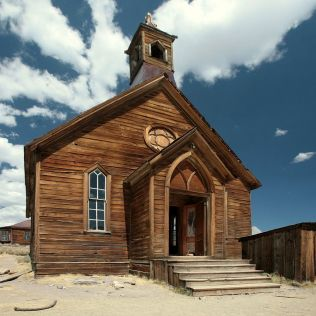 1280px-Church_in_Bodie,_CA_edit1-Thomas Fanghaenel